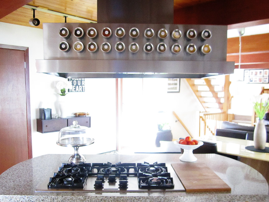 Smart spice storage: use magnetic tins & stick 'em to the range hood!